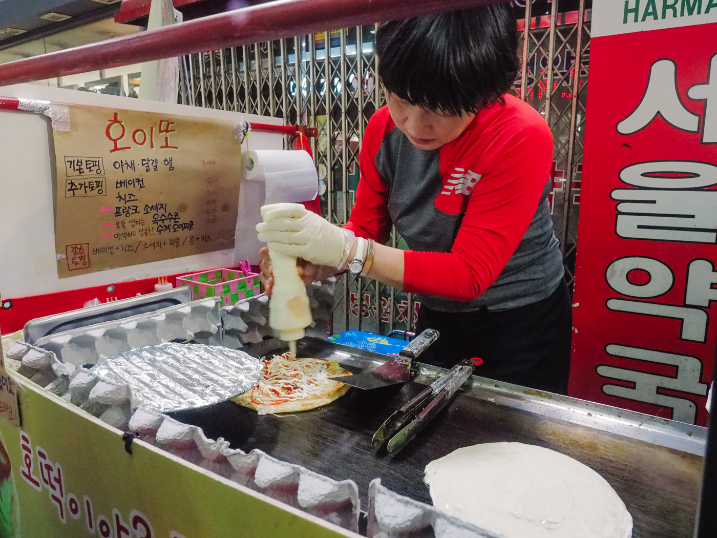 Korea - Olleh Market - Pancake in the making