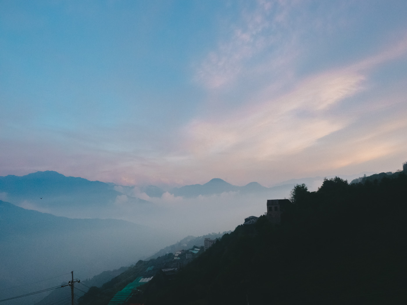 Taiwan - Qingjing - foggy mountain caps