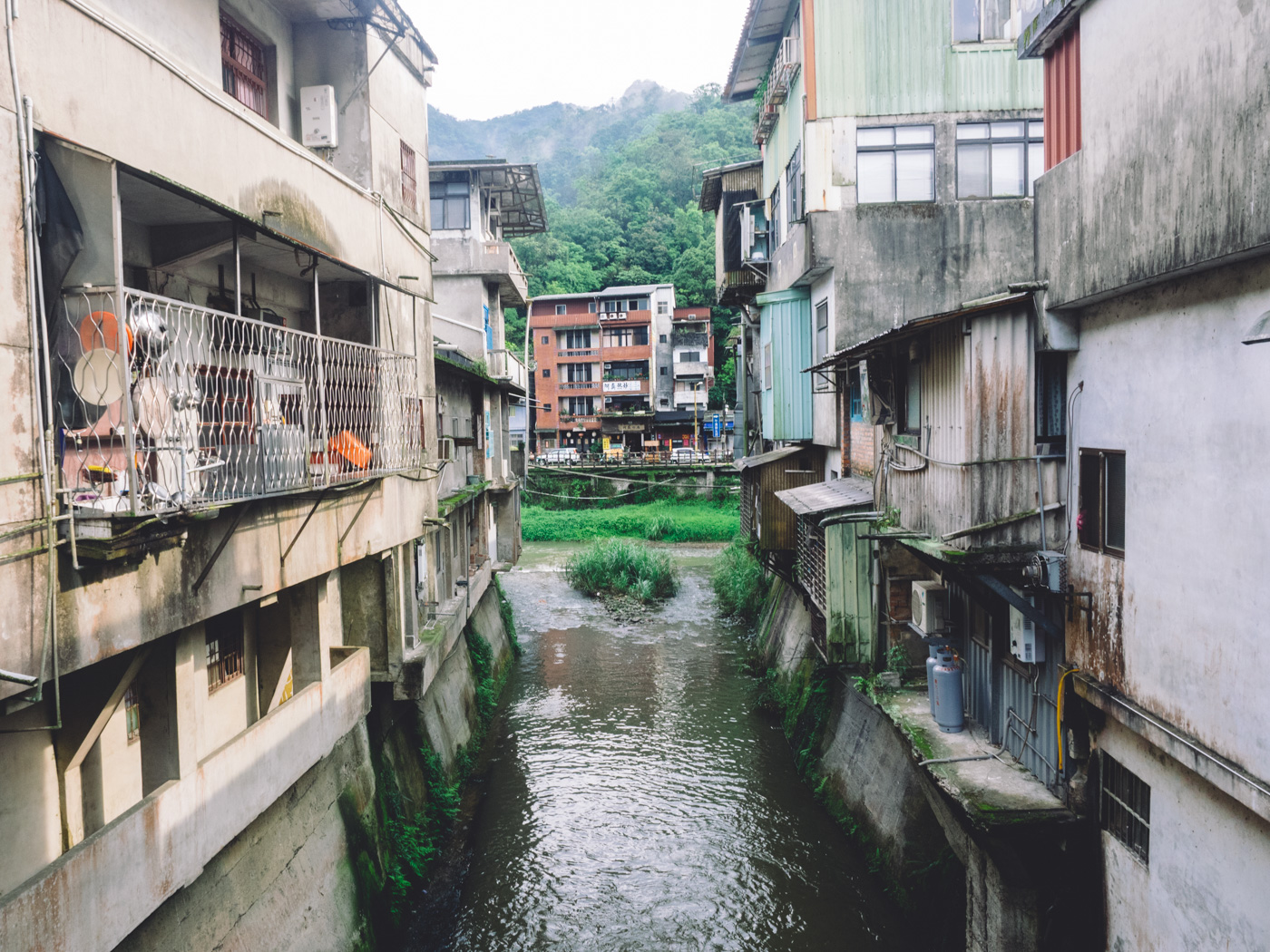 Taiwan - Shifen - Houses among the river bank