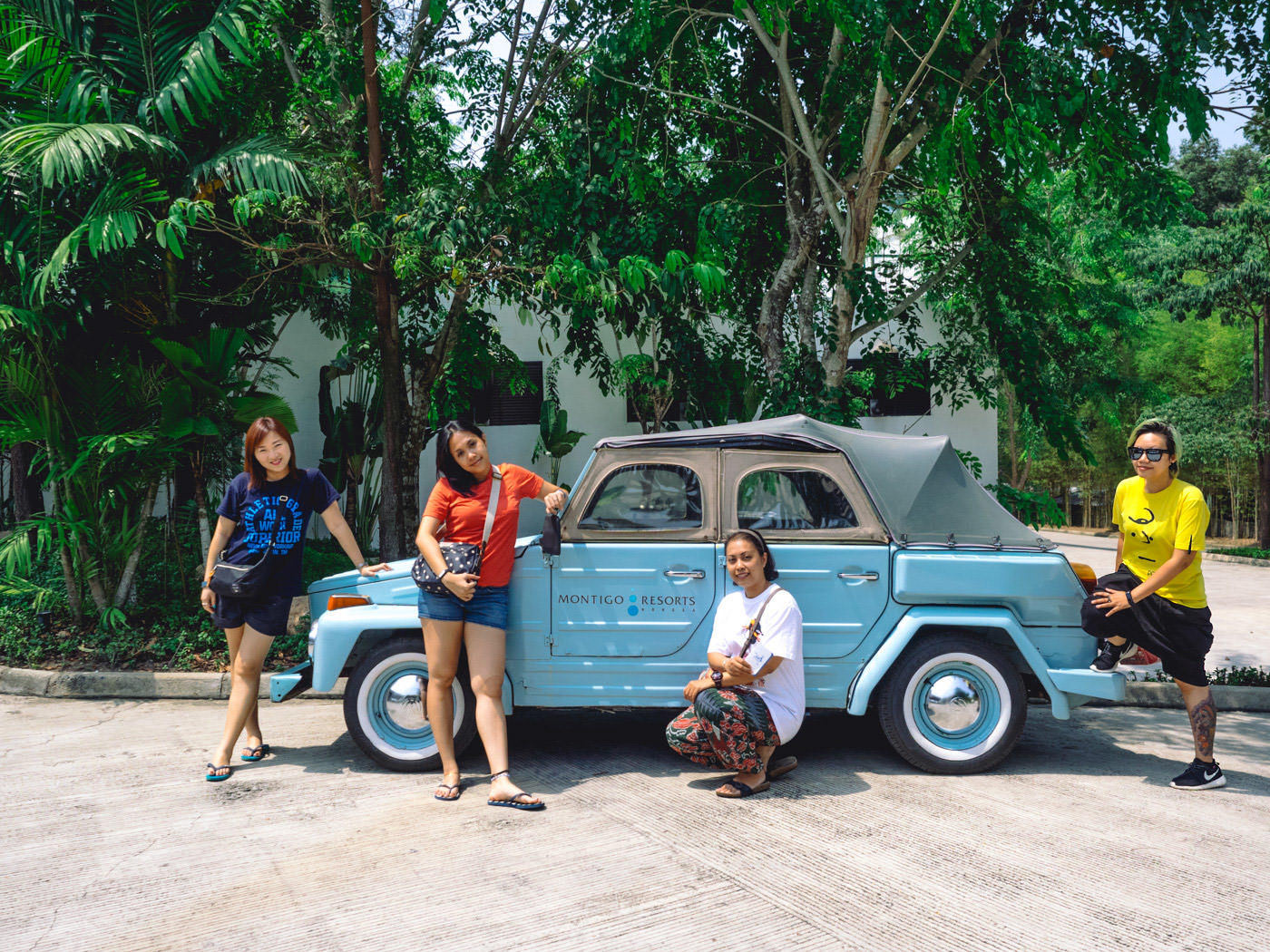 Indonesia - Montigo - Wefie on arrival with a vintage car