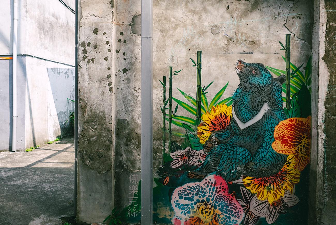 Treasure Hill Artist Village - Bear graffiti